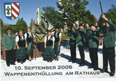 Foto zu Meldung: Wappenenthüllung am Rathaus