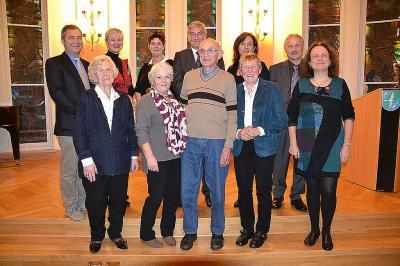 Die Preisträger 2016 (1.R.v.l.) Elke Franke, Regina Plickert, Wilfred Redlich und Dr. Anita Šach zusammen mit der Jury