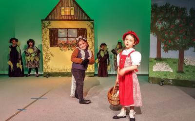 Foto zur Meldung: Weihnachtszeit im Holzhaustheater