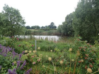 Foto zur Meldung: Ausflug zur Bioland Rosenschule Uckermark und zur Staudenschmiede in Peckatel