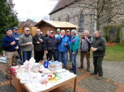 Foto zu Meldung: Auf- und Abbau der Weihnachtshütten für den Weihnachtsmarkt in Velpke