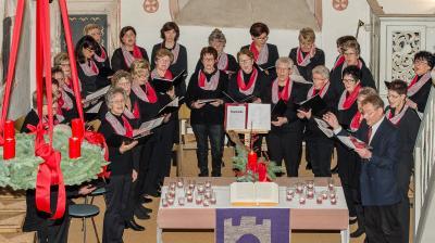 Foto zur Meldung: Schenklengsfeld: Mauritiuskirche Adventskonzert Frauenchor
