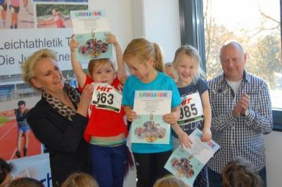 Foto zur Meldung: Gute Leistungen der Nachwuchsathleten beim Nikolaus-Sportfest