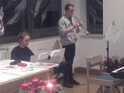 Foto zur Meldung: Musikalisches Weihnachtsprogramm im Edith-Stein-Haus Parchim