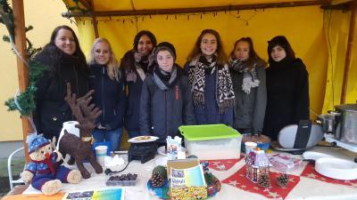 Foto zur Meldung: Kinder- und Jugendrat mit eigenem Stand auf dem Weihnachtsmarkt
