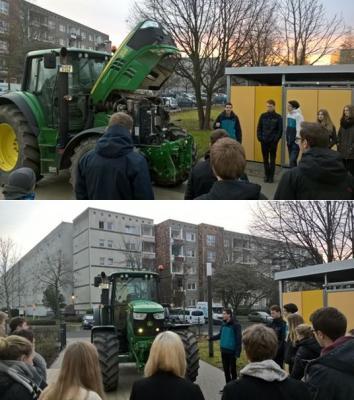Foto zur Meldung: Mit dem Traktor zur Schule