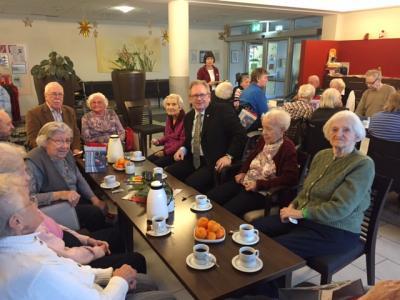 Foto zur Meldung: 1. Bürgermeister und Senoirenbeiratsvorsitzender zu Weihnachtsbesuch bei den Seniorinnen und Senioren.