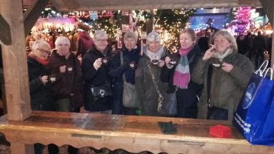 Foto zu Meldung: Tennisdamen auf dem Hamburger Weihnachtsmarkt