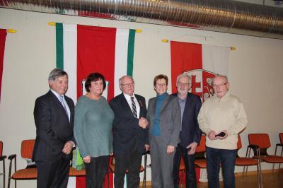 Horst Peschges (3. von links) wird geehrt