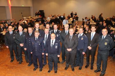 Foto zur Meldung: Landrat ehrt verdiente Feuerwehrmänner