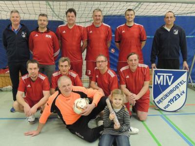 Foto zur Meldung: Überraschung beim Hallenfußballturnier des MTV Beedenbostel