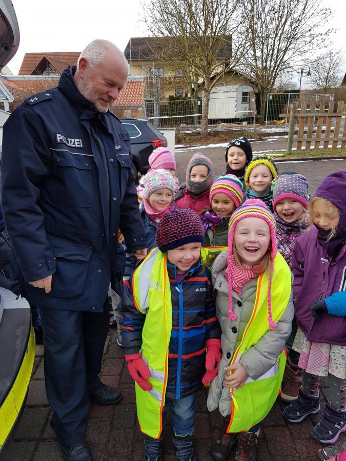 Gemeinde Großenlüder - Verkehrspolizei im Kindergarten