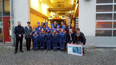 Foto zur Meldung: Weihnachtsgeschenk für die Jugendfeuerwehr der Hauptwache Neuruppin