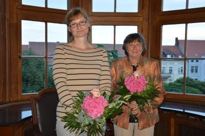 Annemarie Krämer (r.) und Folke Benz nach deren Wahl durch die Stadtverordneten. I Foto: Christiane Schomaker