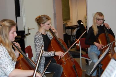 Foto zur Meldung: Erste Stücke und anspruchsvolles Musizieren - Klassenvorspiel der Bassarak-Schüler