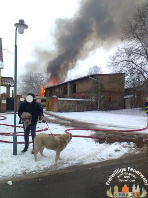 Foto zu Meldung: Scheunen-/Stallbrand in Zernikow-Kelkendorf - Großeinsatz für die Feuerwehr