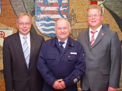 Foto zur Meldung: Ehrenbrief für Gemeindebrandinspektor Karl-Heinz Maus
