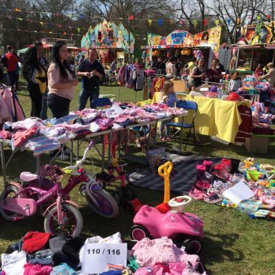 Foto zu Meldung: Kinder auf Schnäppchensuche - Anmeldung zum Kindertrödelmarkt am 9. April 2017