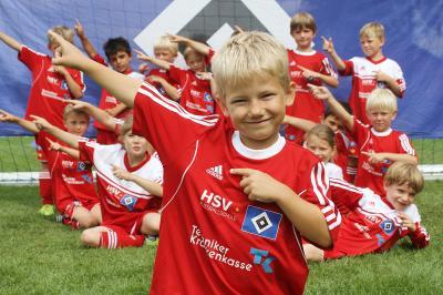 Foto zur Meldung: Trainiere wie ein Profi – die HSV-Fußballschule kommt