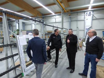 Vorschaubild zur Meldung: Firmenbesuch des Bürgermeister Holger Obst bei der Firma TMP (ehemals Windowtec ) im Gewerbegebiet Nord/Ost