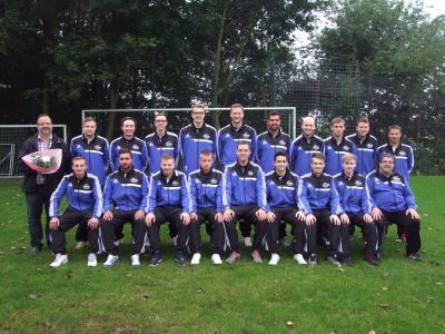 Foto zur Meldung: Neue Trainingsanzüge für die 1. Herren-Mannschaft