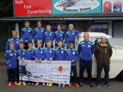 Foto zur Meldung: Neue Trainings-Anzüge für D2-Junioren