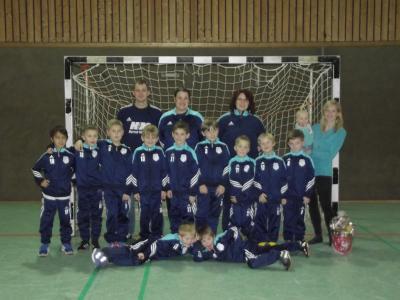 Foto zu Meldung: Neue Trainings-Anzüge für F2-Junioren