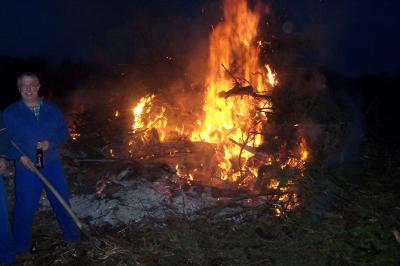"Foto zu Meldung: Osterfeuer im Kgv. ""Am Oelpfad"""