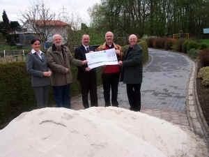 Foto zu Meldung: Sparkasse Unna unterstützt den Kleingartenverein