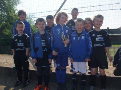 Foto zu Meldung: F- Junioren zu Gast bei der HSV- Fussballschule