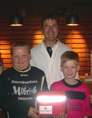 Foto zu Meldung: F1-Jugend - Alte Ratsapotheke sponsert 1.Hilfe-Set
