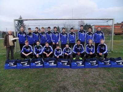 Foto zur Meldung: C-Junioren - Neue Sporttaschen