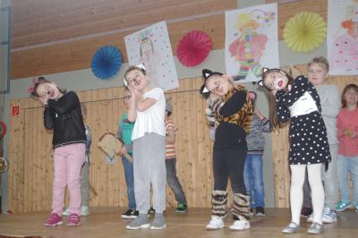 Foto zur Meldung: Faschingsgaudi in der krea(k)tiven Grundschule Röslau