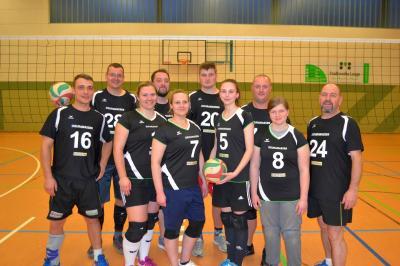Foto zur Meldung: Neue Spielbekleidung für die Volleyballer