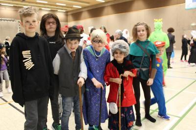 Foto zur Meldung: Karneval ist, wenn kleine Senioren mit Peter Pan tanzen