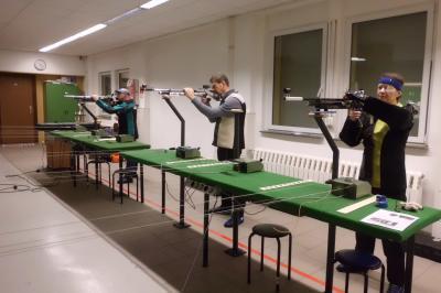 (v. r.) Astorianer Katrin Pareigis, Dieter Lübbers und Ronald Schlüter während des Trainings vor der Landesmeisterschaft.