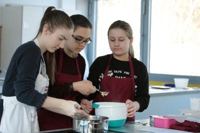 Vorschaubild zur Meldung: Kochen wie die alten Römer im Lateinunterricht