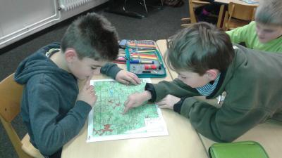 Foto zur Meldung: Kartenkunde in der Klasse 3a