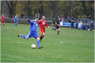 Foto zur Meldung: I. Herren - Derbysieg in Unterzahl