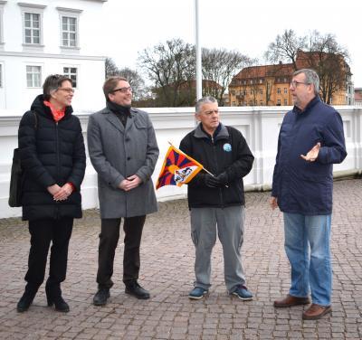 Foto zu Meldung: Oranienburg zeigt Flagge für Tibet