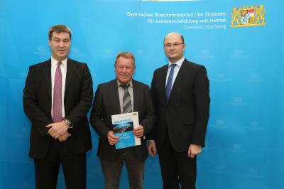 Von links: Bayerischer Finanzminister Markus Söder, 1. Bürgermeister Robert Pensel, Staatssekretär Albert Füracker