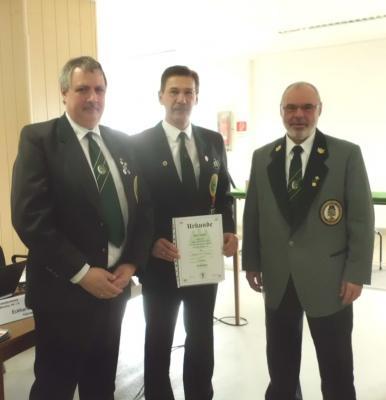 .    Foto: E. Okon (li) Ehrenpräsident KSV, D. Lübbers (mi) neuer Präsident KSV, E. Korzenek (re) Präsident SVST
