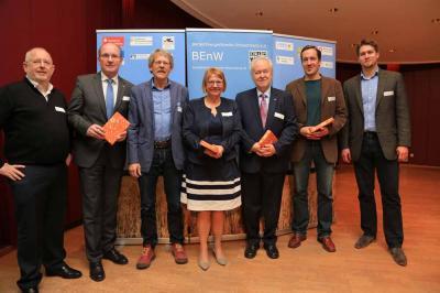 Vorstand BEnW mit Landrat, Referenten und Moderatorin