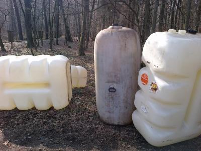 Wer hat etwas beobachtet? Es geht um eine illegale Müllablagerung im Maintaler Stadtwald.