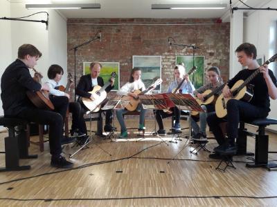 Foto zur Meldung: Saitenwege - Gitarre im Konzert