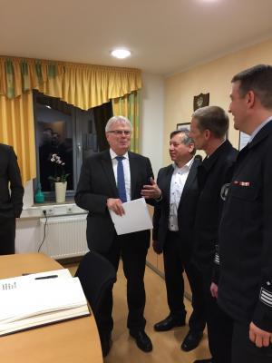 Staatsminister Koch zu Besuch in Alheim