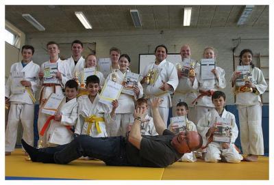 Foto zur Meldung: Prüfung beim SC Hemmingen-Westerfeld – Judoka erwarben neue Gürtel von weiß-gelb bis grün