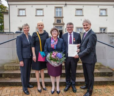 Quelle: Emscherblog, P. Gräber-v.l. Bürgermeisterin Ulrike Drossel, Susanne Schneider (FDP-Mdl), Ute u. Jochen Hake, Landrat Michael Makiolla