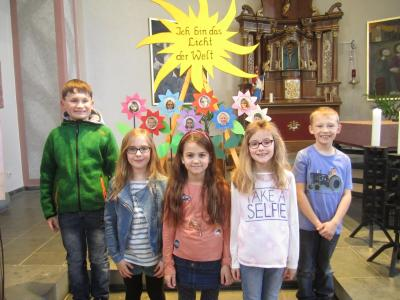 Die Lauderter Kommunionkinder: Joshua, Maya, Nele Sophie, Paulina und Paul