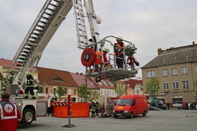 Foto zu Meldung: Osterübung Feuerwehr Calau auf dem Marktplatz
